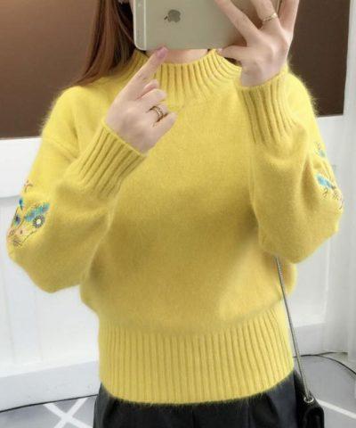 Áo len tay thêu hoa cách điệu vàng