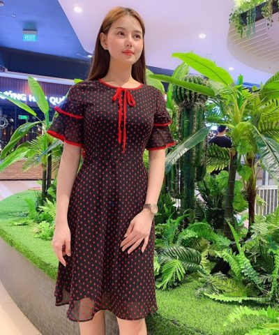 Đầm công sở họa tiết chấm bi cổ tròn thắt nơ với phần tay xếp 2 tầng