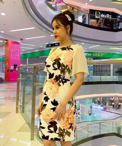 Đầm suông cổ tròn họa tiết hoa với tay phối voan yêu kiều
