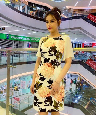 Đầm suông cổ tròn họa tiết hoa với tay phối voan yêu kiều hình 1