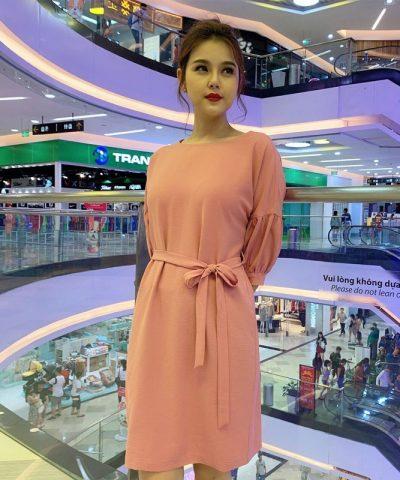 Đầm suông form rộng cổ thuyền tay lửng phối thắt nơ eo màu hồng