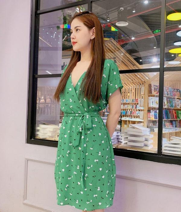 Đầm xòe phần cổ áo kimono thắt nơ ở eo màu xanh lá tươi trẻ hình 2