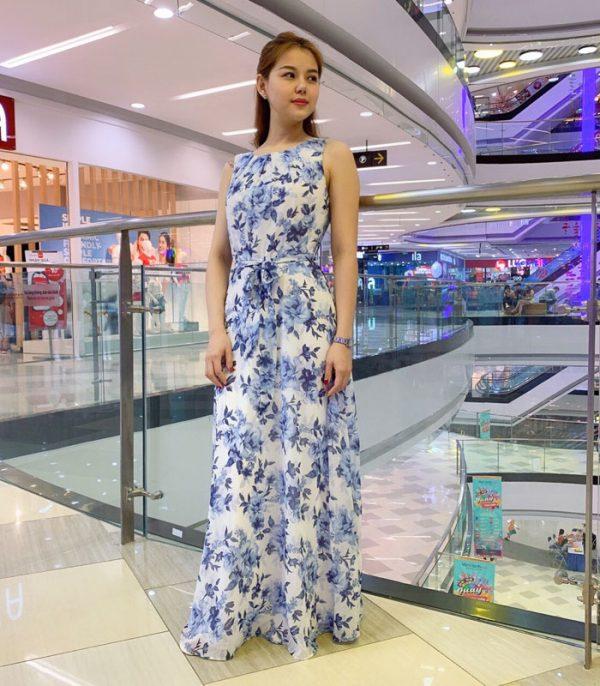 Đầm maxi cổ tròn sát nách trắng họa tiết hoa xanh da trời phối eo thắt nơhình 3