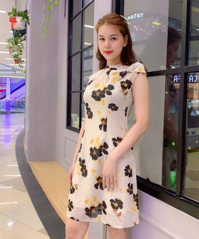 Đầm suông cổ trụ sát nách trắng họa tiết hoa phối nơ xinh xắn hình 2