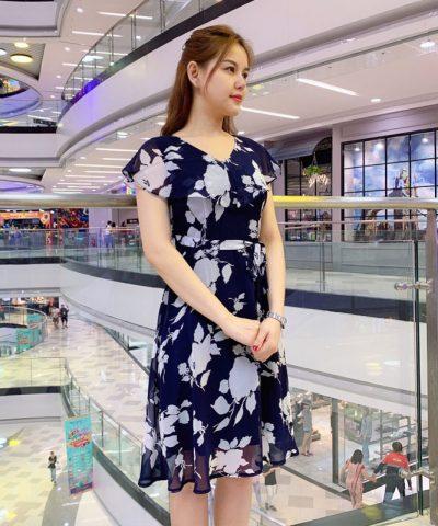 Đầm xòe cổ rũ cánh tiên xanh đen họa tiết hoa lá phối eo thắt nơ hình 3
