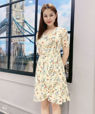 Đầm suông cổ chữ V với phần váy kiểu chéo phối viền lớn xinh