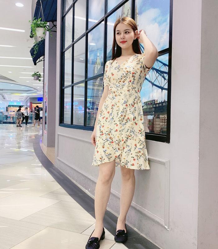 Đầm suông cổ chữ V với phần váy kiểu chéo phối viền lớn xinh hinh 1