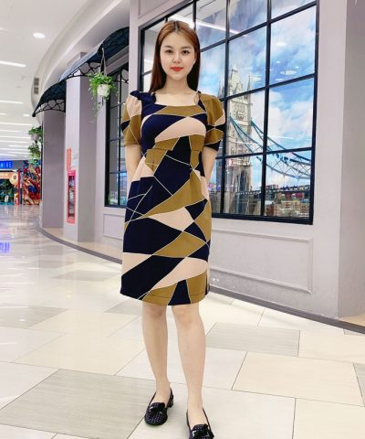 Đầm suông cổ vuông phối viền bèo tay họa tiết pattern độc đáo