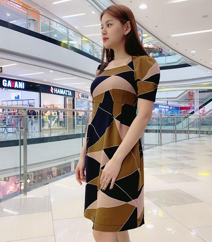 Đầm suông cổ vuông phối viền bèo tay họa tiết pattern độc đáo hin2h