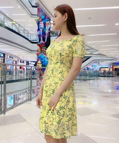 Đầm xòe cổ vuông phối viền bèo tay voan phối viền sắc vàng trẻ trung hinh 1