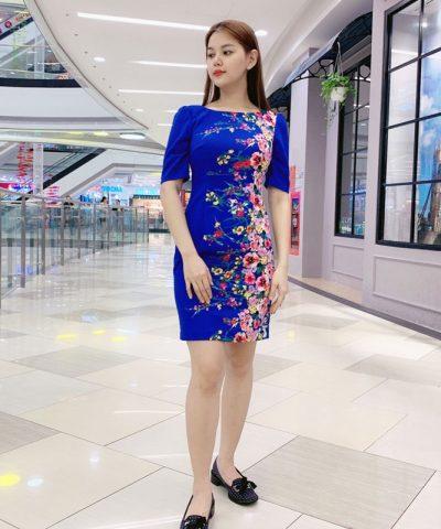 Đầm suông cổ thuyền tay lửng xanh biển họa tiết hoa sắc màu hình 1