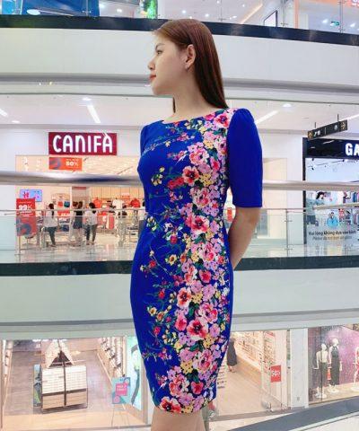 Đầm suông cổ thuyền tay lửng xanh biển họa tiết hoa sắc màu hình 2