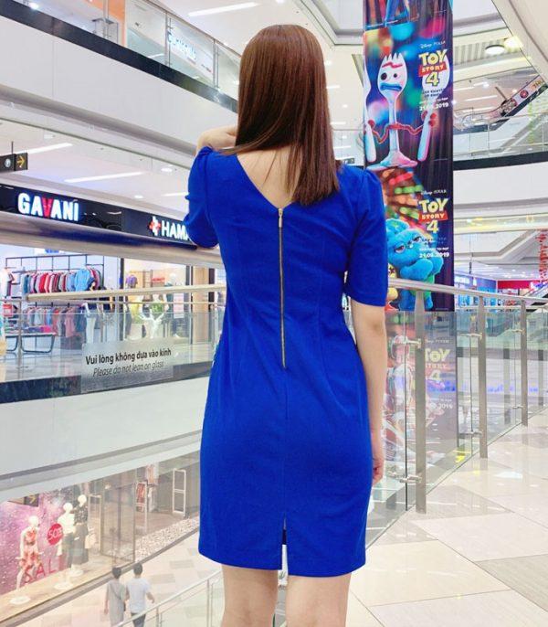 Đầm suông cổ thuyền tay lửng xanh biển họa tiết hoa sắc màu hình 3