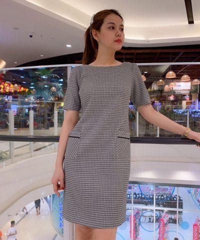 Đầm suông công sở tay lở họa tiết caro phối 2 túi trước váy hình 2