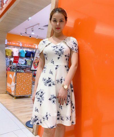 Đầm xòe cổ V quyến rũ với phần tay áo cách điệu mới lạ hình 1