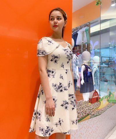 Đầm xòe cổ V quyến rũ với phần tay áo cách điệu mới lạ hình 2