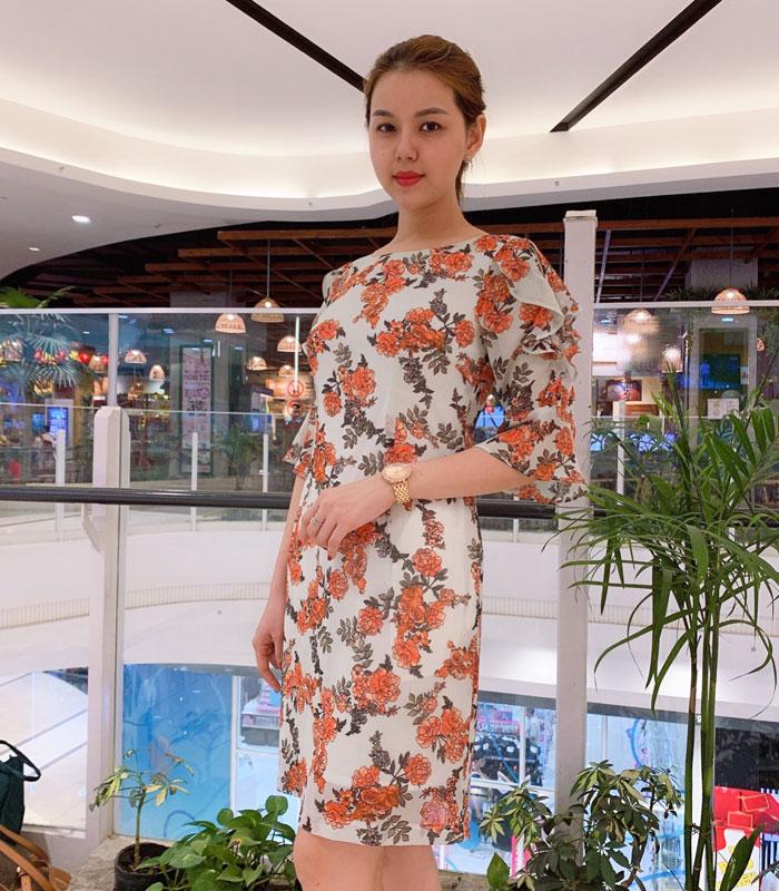 Đầm xòe tay lửng phối bèo cách điệu họa tiết hoa cam nổi bật xinh xắn hinh 2