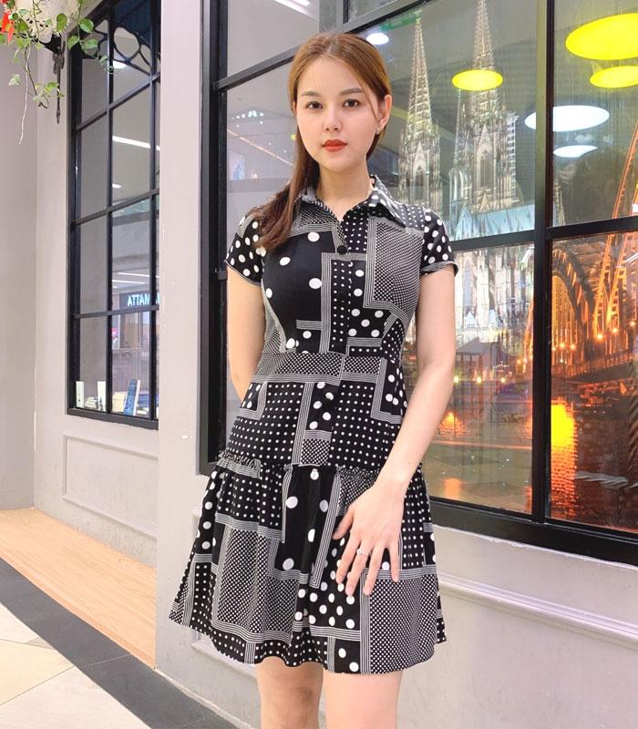 Đầm sơ mi sắc đen cách điệu với phần váy xòe phối bèo mối nối hình 1