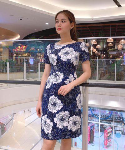 Đầm chữ A sắc xanh nổi bật độc đáo với họa tiết hoa và pattern hình 1