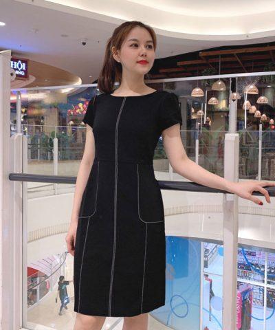 Đầm đen chữ A cách điệu với viền trắng phối túi bắt mắt hình 2