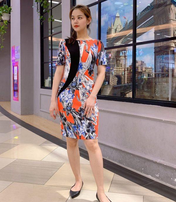 Đầm ôm thiết kế với sắc màu cá tính, nổi bật với sắc đen trên đầm hình 2