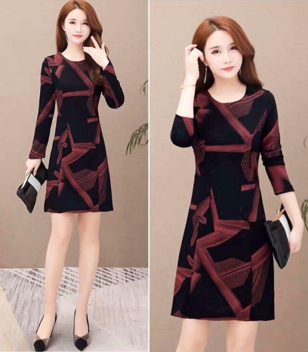 Đầm suông đen họa tiết đỏ lạ mắt tay dài cổ tròn phối 2 túi hình 3