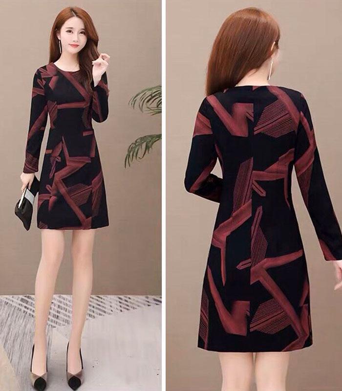 Đầm suông đen họa tiết đỏ lạ mắt tay dài cổ tròn phối 2 túi hình 4