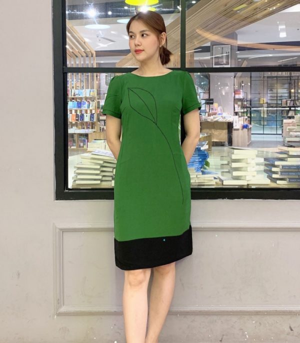 Đầm suông xanh lá chân váy phối sắc đen bản lớn mới lạ HÌNH 1