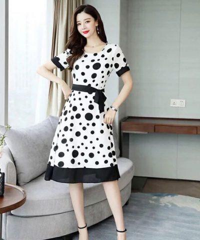 Đầm trắng xòe cổ tròn tay ngắn chấm bi đen kèm thắt lưng hình 5