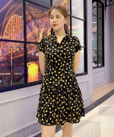 Đầm xòe đen hoa cổ sơ mi với phần váy phối bèo xếp ly cách điệu hình 2