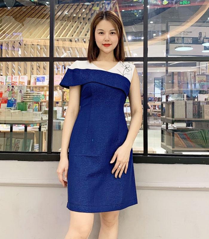 Đầm xanh chữ A bất với tay áo bất đối xứng hình 1
