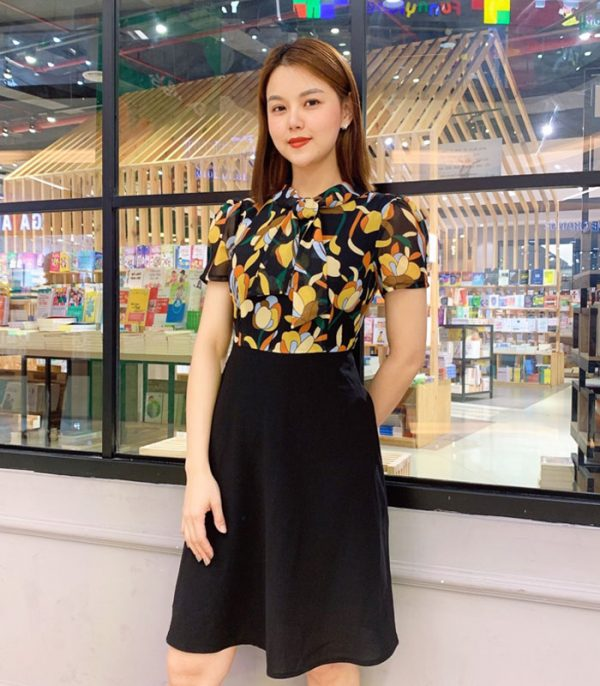 Đầm xòe áo hoa váy đen với phần cổ phối dây hinh 1