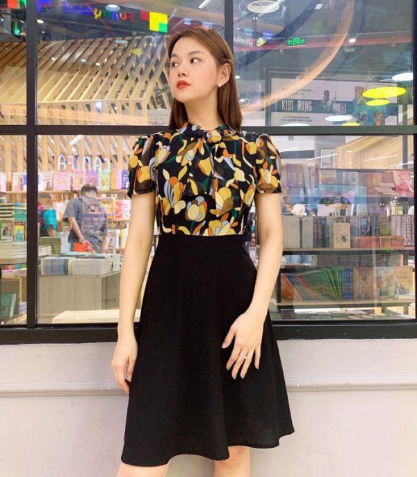 Đầm xòe áo hoa váy đen với phần cổ phối dây hinh 2
