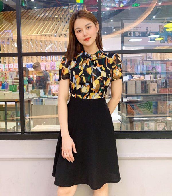 Đầm xòe áo hoa váy đen với phần cổ phối dây hình 3