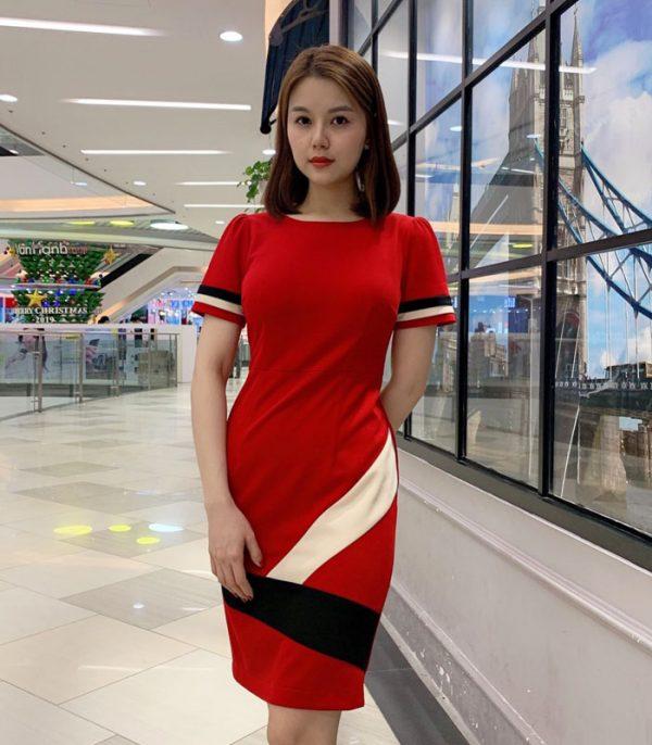 Đầm ôm màu đỏ tay ngắn phối màu trắng đen cách điệu hinh 2