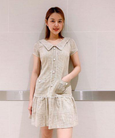 Đầm xòe cổ bẻ phối nút với phần váy bèo xếp ly hình 1