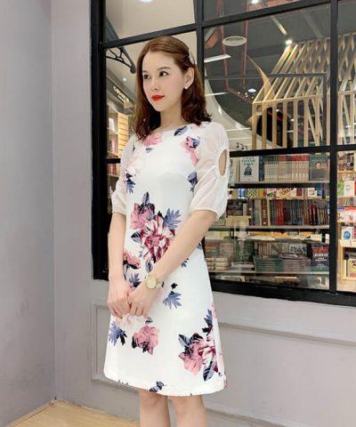 Đầm suông họa tiết hoa to nền trắng trang nhã