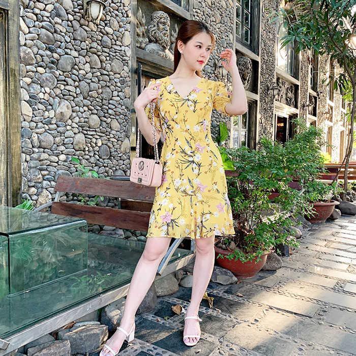 Đầm xòe tay lỡ cổ V màu vàng họa tiết hoa