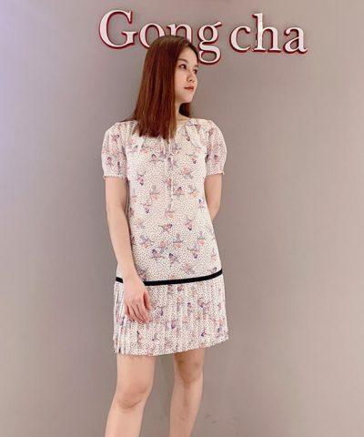 Đầm suông tay ngắn tùng váy xếp ly họa tiết chim nhỏ màu trắng