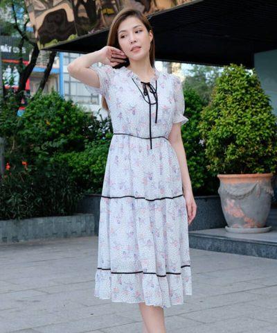 Đầm xòe họa tiết tay ngắn phối viền đen buộc nơ sau gáy