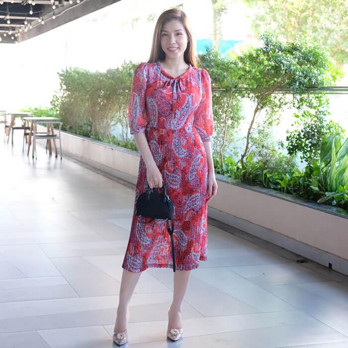 Đầm suông họa tiết tay lỡ phối tùng váy dập ly màu đỏ