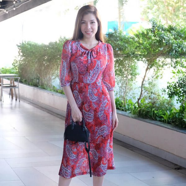 Đầm suông họa tiết tay lỡ phối tùng váy dập ly