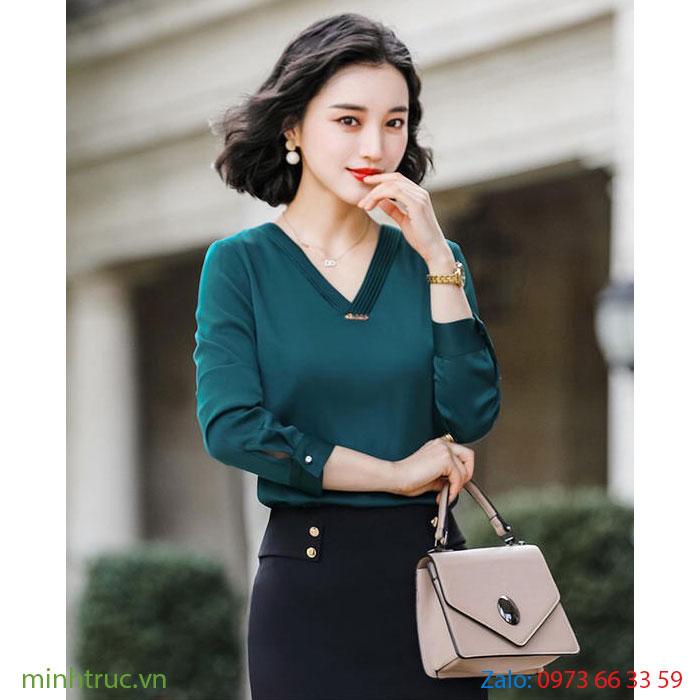 Áo kiểu nữ cổ V màu xanh lá đậm