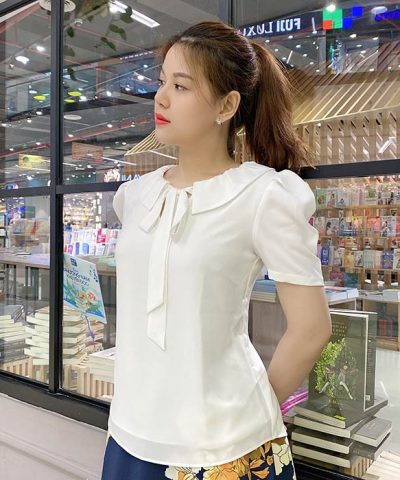 Áo kiểu màu trắng thắt nơ