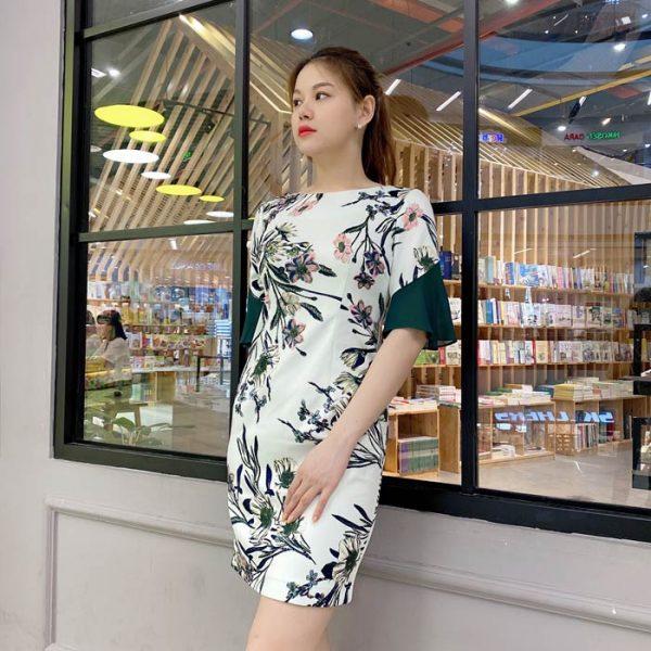 Đầm ôm thiết kế hoạ tiết hoa tay lỡ