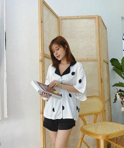 Đồ bộ short mặc nhà, áo tay cánh dơi màu trắng chấm bi đen