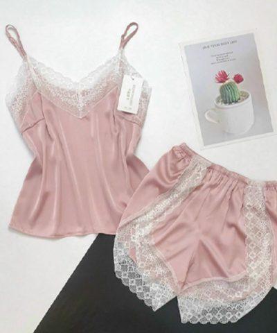 Đồ ngủ 2 dây màu hồng nhạt viền ren trắng