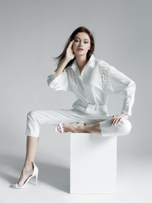 Sơ mi trắng là trang phục kinh điển bất chấp thời gian
